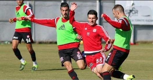 Oğuzhan Artık Sivas Spor U 21 Takımında.