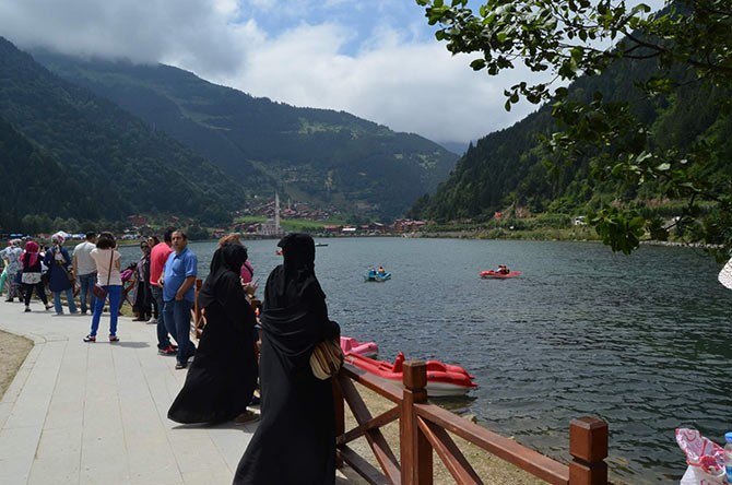 Trabzon'da Suriyeliler, Arap turistleri taşıyor.
