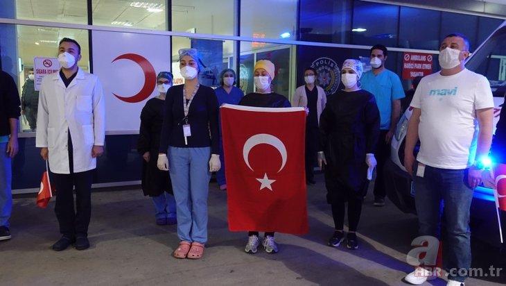 Türkiye hep bir ağızdan İstiklal Marşı okudu.