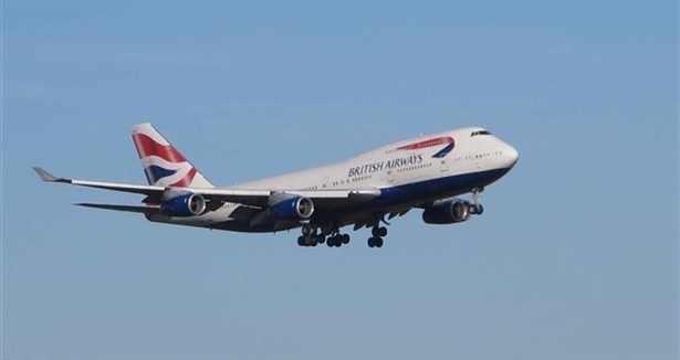 Uçaklar havada tur atıyor