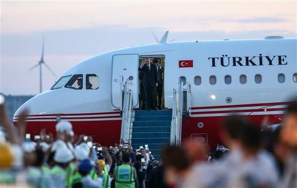 Üçüncü havalimanında ilk resmi inişi Cumhurbaşkanı Erdoğan yaptı