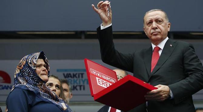 Erdoğan;Şehit Eren BÜLBÜL'ün Annesine Anahtarı Teslim Etti !