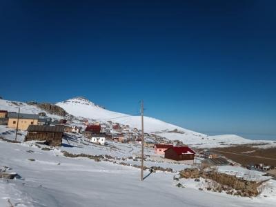 Yaylalara sezonun ilk karı yağdı.